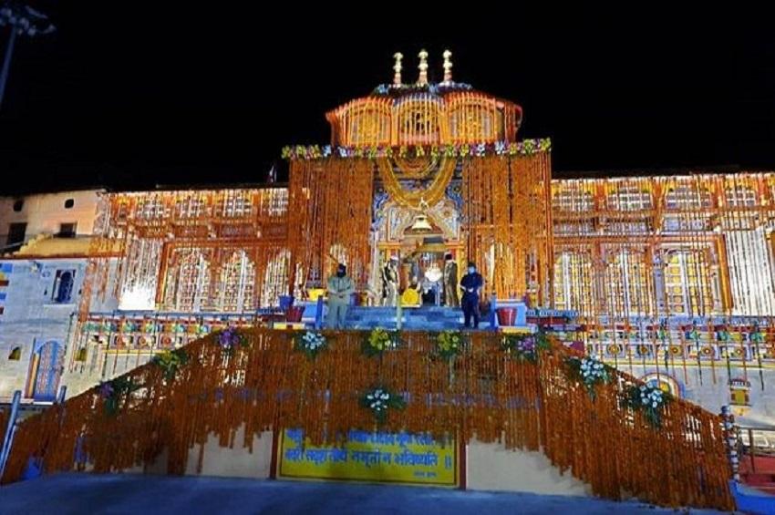 बद्रीनाथ धाम के कपाट खुले, कोरोना संकट के चलते नहीं पहुंच रहे श्रद्धाल...