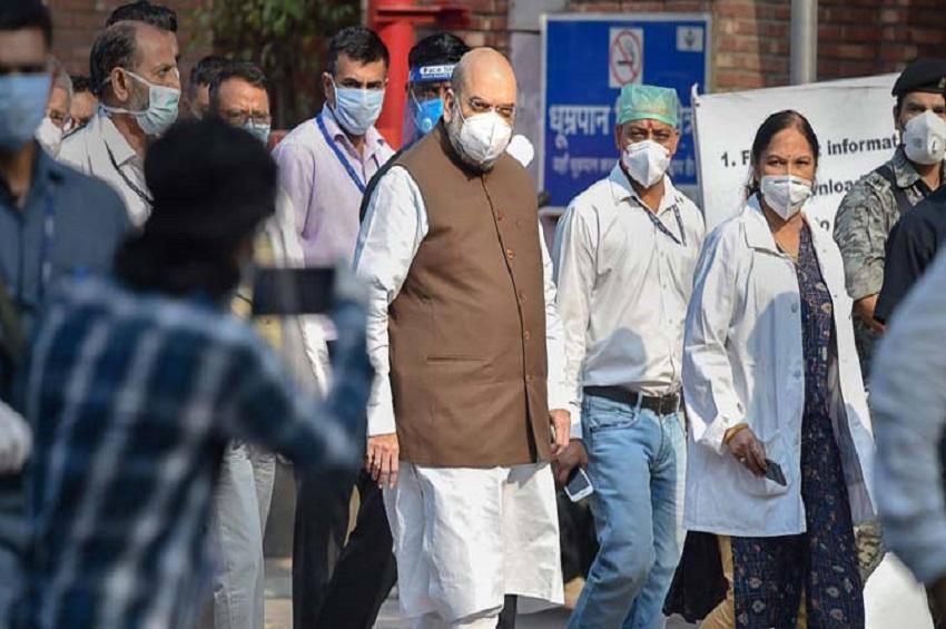 दिल्ली: बैठकों के बाद शाह पहुंचे LNJP अस्पताल, डॉक्टरों से  की बात